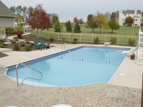photo of landscaped pool Elburn, IL