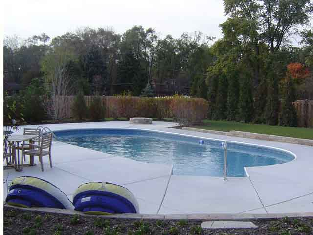 photo of oval end pool, Winfield, IL